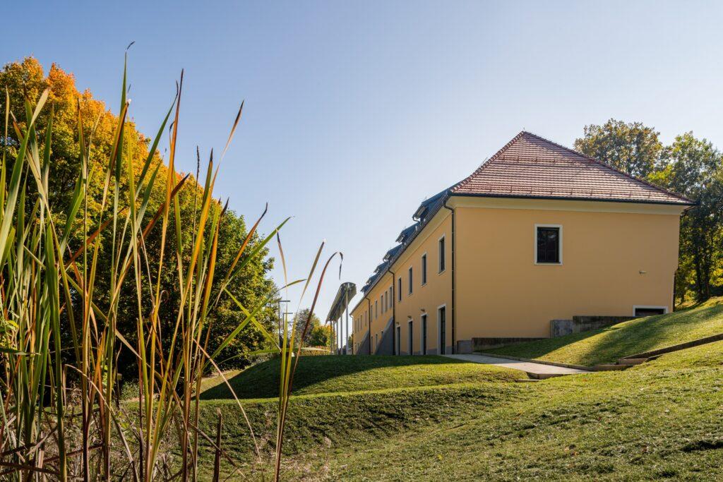 Dvorec Trebnik - SOBE - pogled iz parka - FOTO: Miha Matavž Photo&Video, Turistična destinacija Rogla-Pohorje