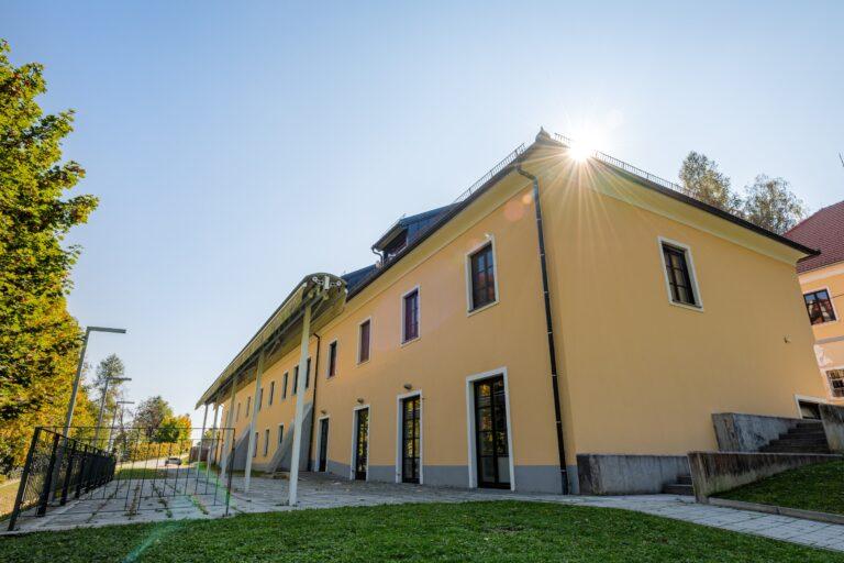 Dvorec Trebnik - SOBE - pogled iz poti - FOTO: Miha Matavž Photo&Video, Turistična destinacija Rogla-Pohorje